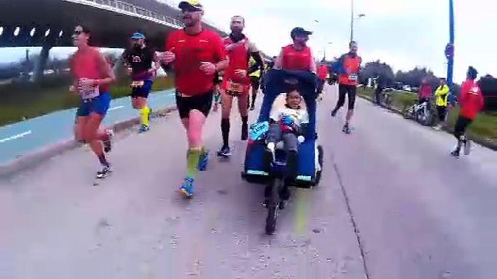 Once niños con diferentes discapacidades completan la maratón de Sevilla