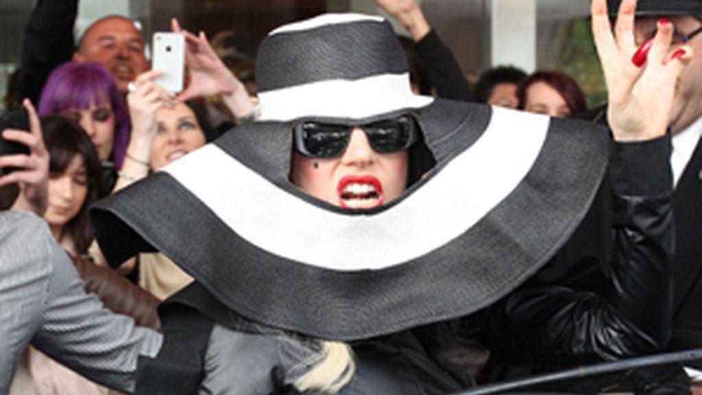 Lady Gaga, con uno de sus vestidos