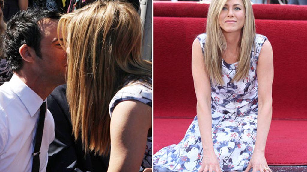 Jennifer Aniston posa con la estrella de la fama