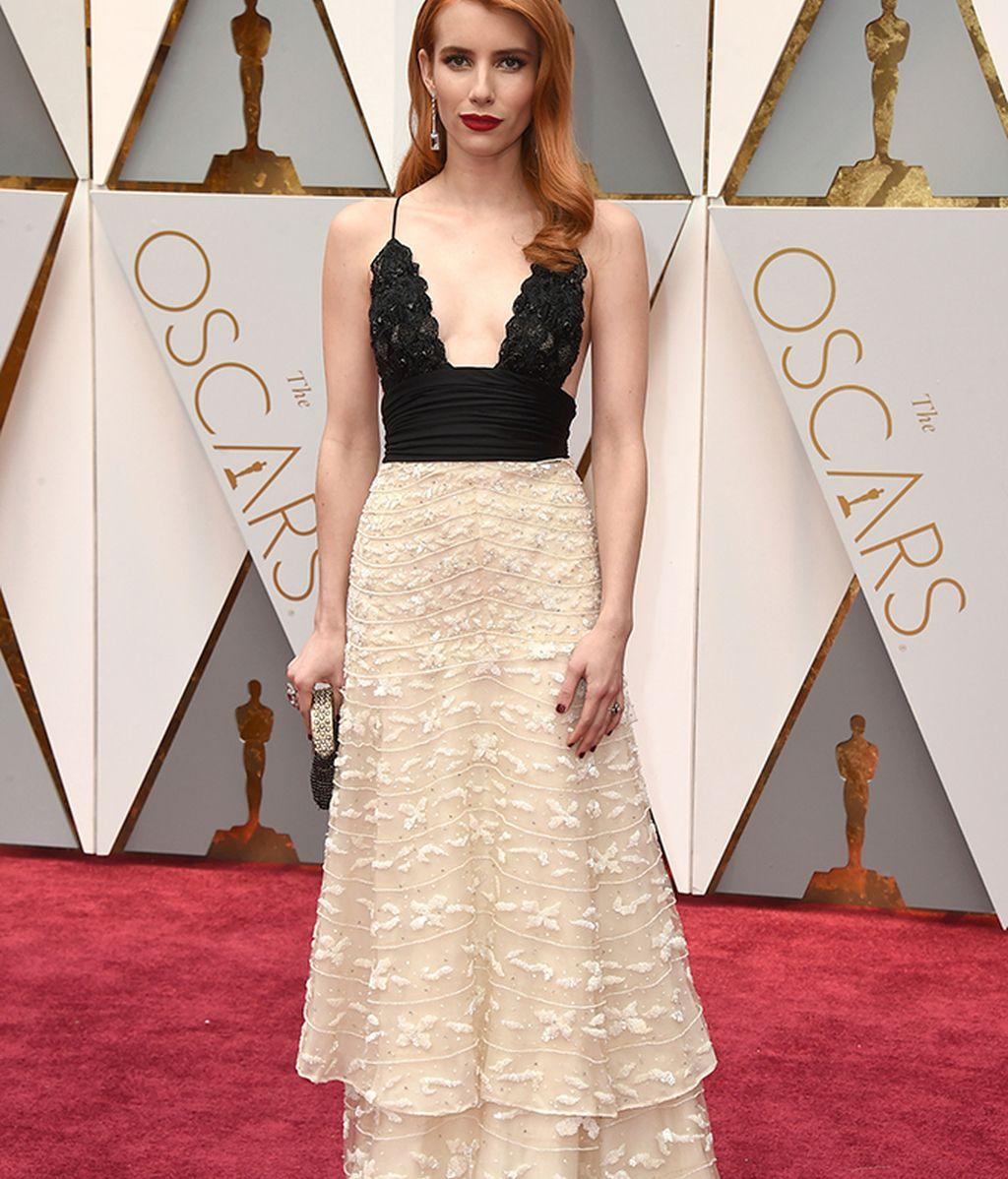 Emma Roberts con vestido de Armani