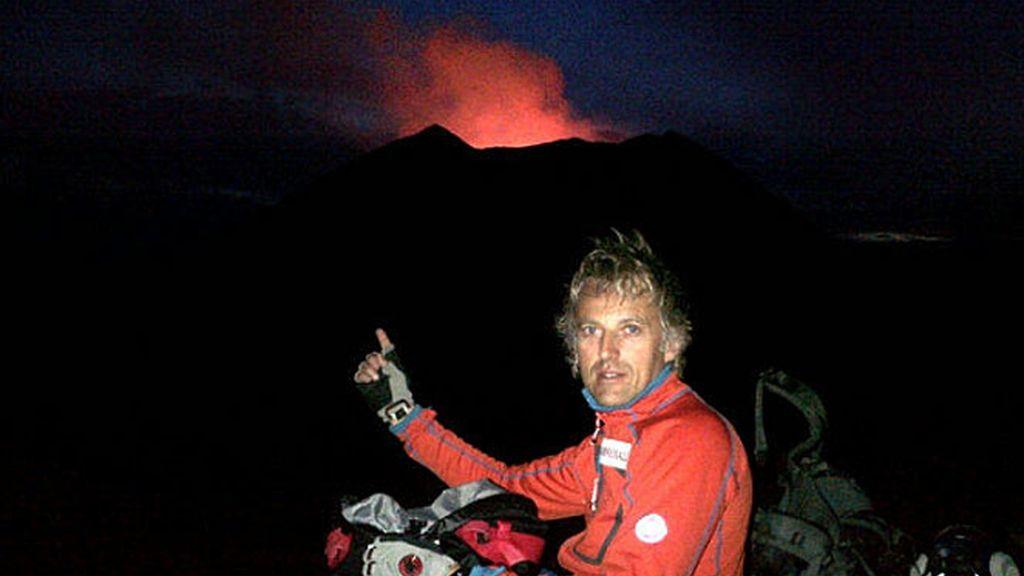 Calleja, ante el volcán Niamulagira