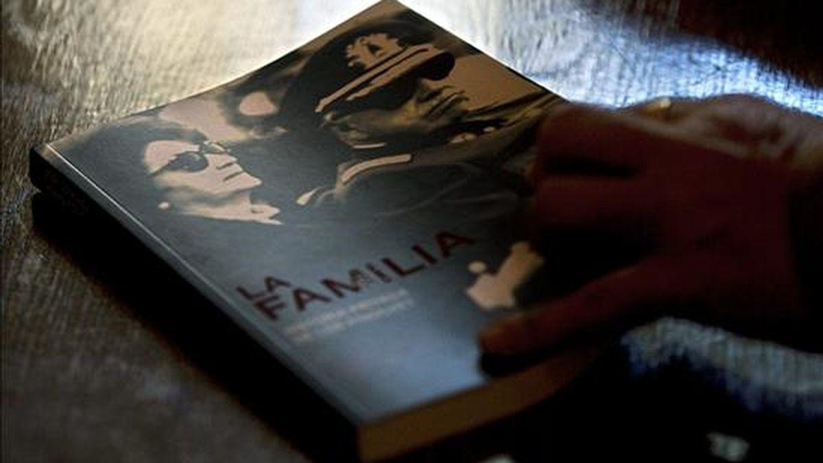 """El libro """"La familia. Historia privada de los Pinochet"""", presentado este martes en Santiago (Chile), revela un romance entre el dictador Augusto Pinochet Ugarte y Piedad, una ecuatoriana que conoció en 1957 en Quito. EFE"""