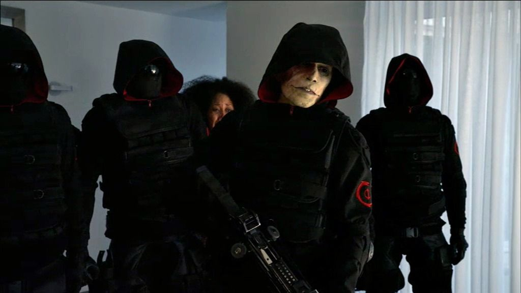 Un grupo armado de infectados salva a varios niños de la amenaza de vampiros