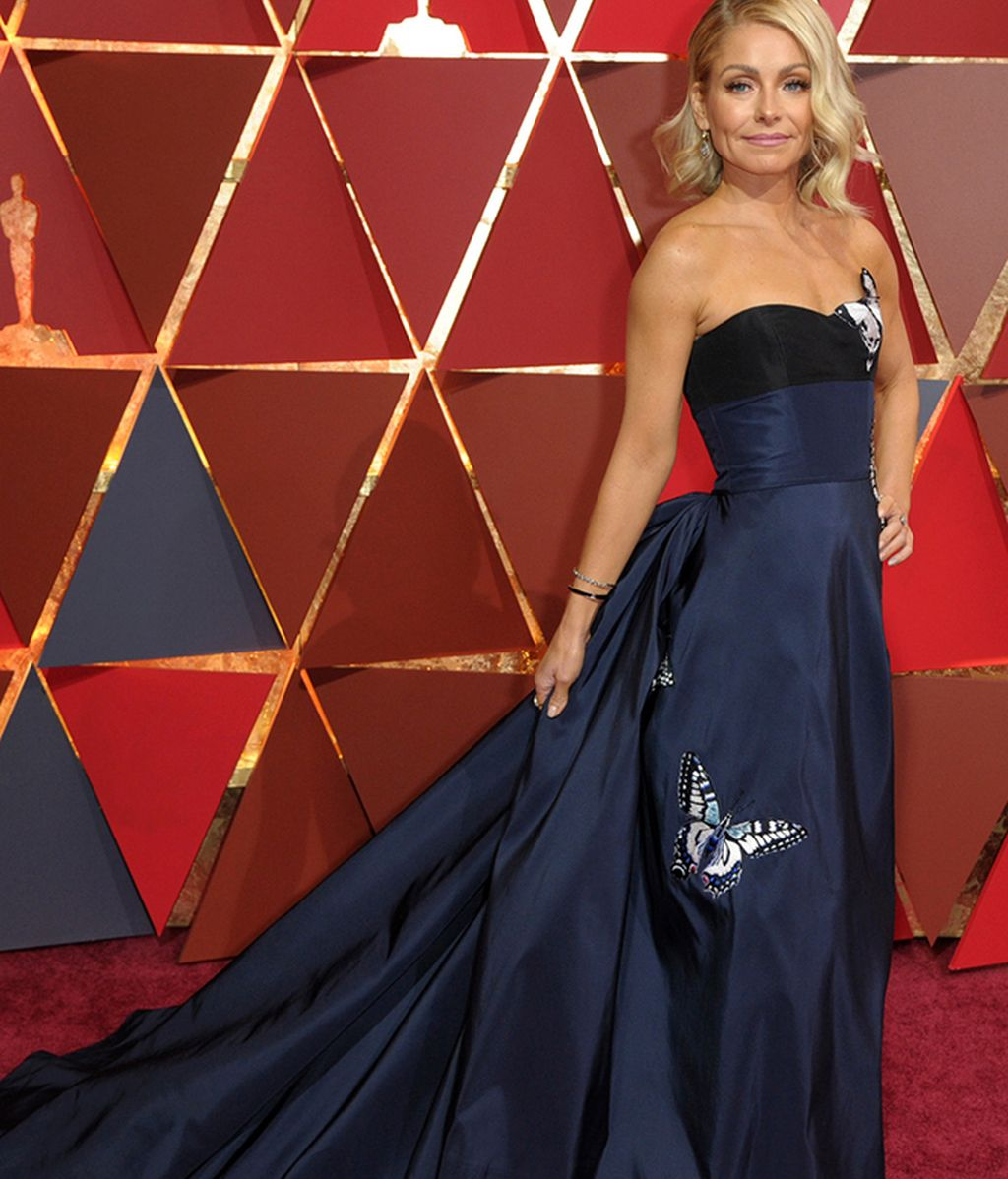 Kelly Ripa con vestido de House of Herrera
