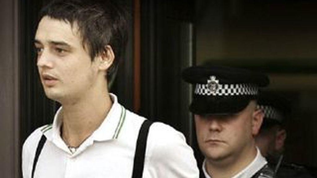 Pete Doherty, vuelve ante el juez tras ser detenido la segunda vez en los últimos días, por sus excesos con las drogas y el alcohol. Foto archivo