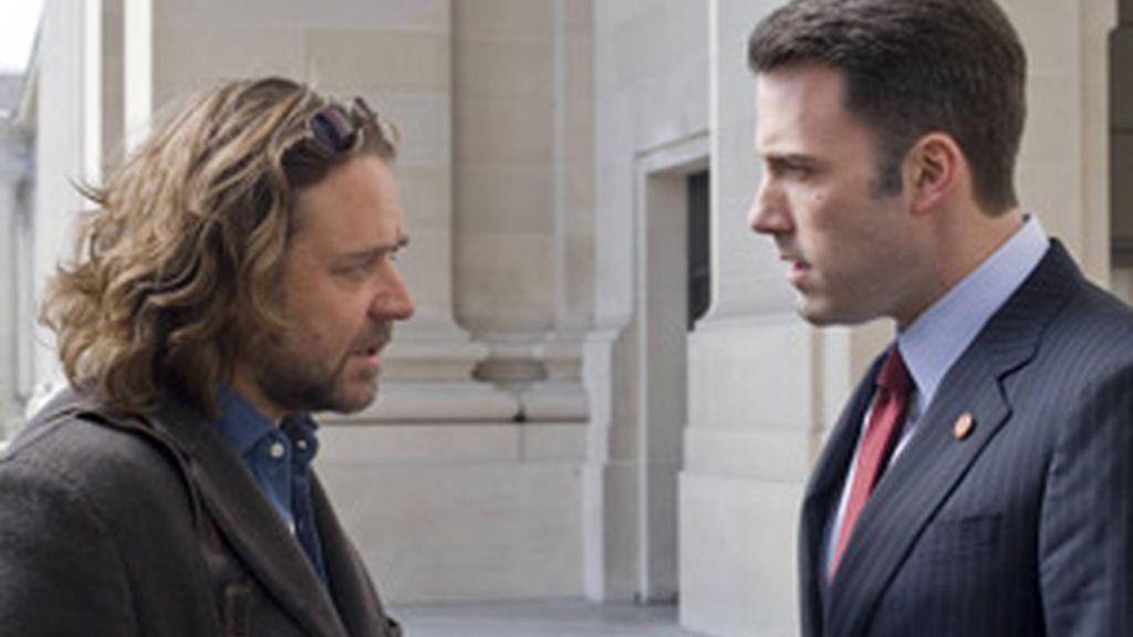 Russel Crowe y Ben Affleck protagonizan 'La Sombra del Poder'. Vídeo: Informativos Telecinco