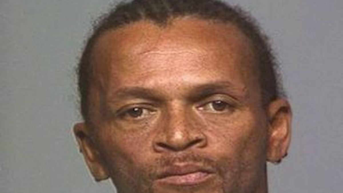 Garron Lewis de 46 años ha asesinado a su novia, de 44 porque esta respondió al móvil cuando ambos practicaban sexo.