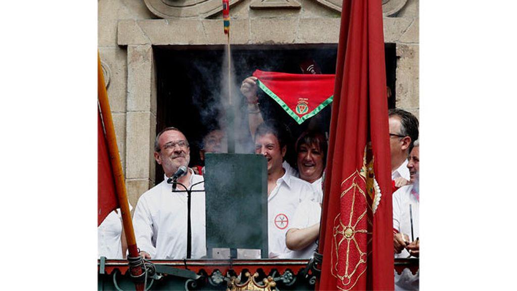 El concejal de Nafarroa Bai, Iñaki Cabasés, enciende el chupinazo