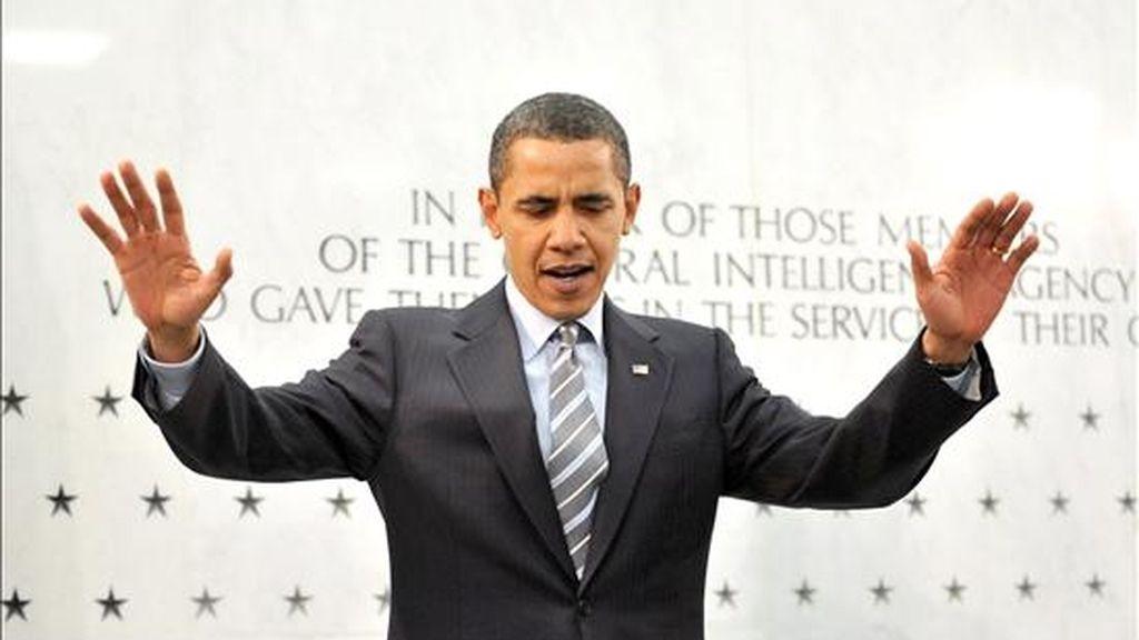 El presidente de EE.UU., Barack Obama (i), se dirige a los empleados de la Agencia Central de Inteligencia (CIA), en el cuartel general deL organismo, en McLean, Virginia. EFE