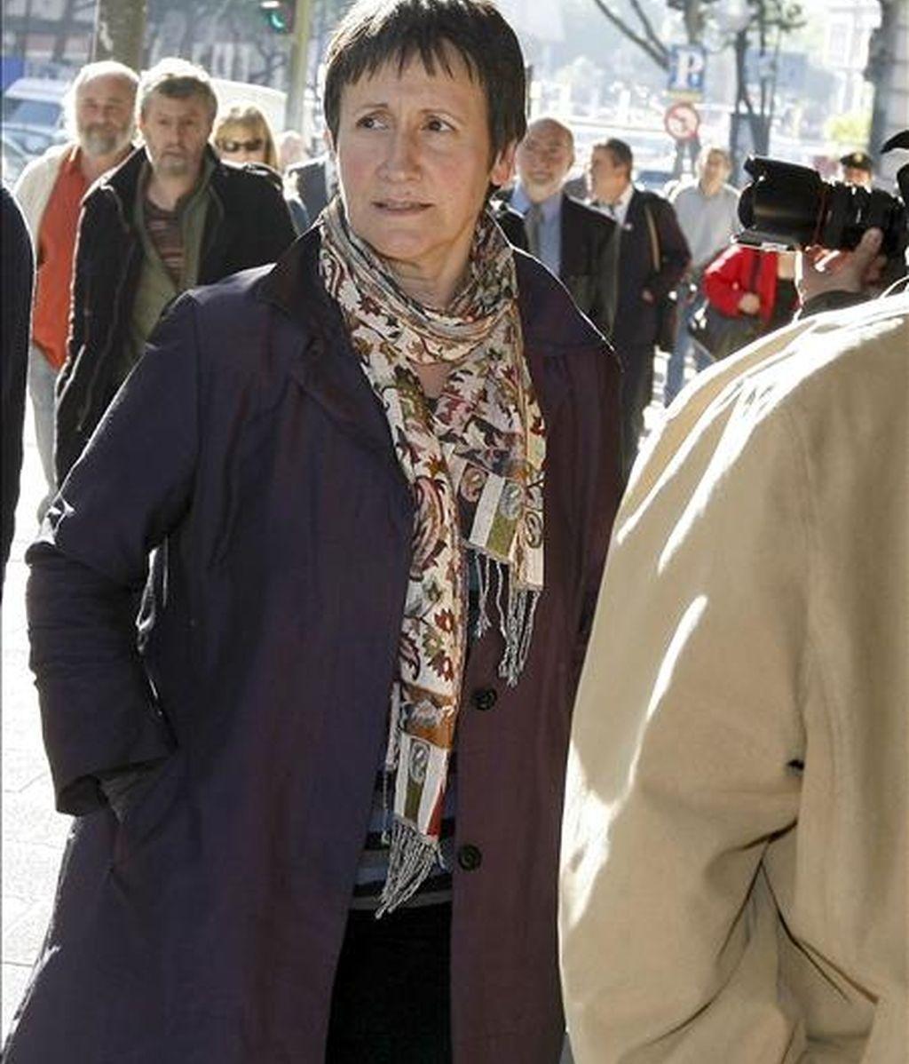 La alcaldesa de Arrasate-Mondragón, Inocencia Galparsoro (ANV), a su llegada a la Audiencia Nacional donde el juez Baltasar Garzón le ha comunicado su procesamiento por integración en ETA. EFE