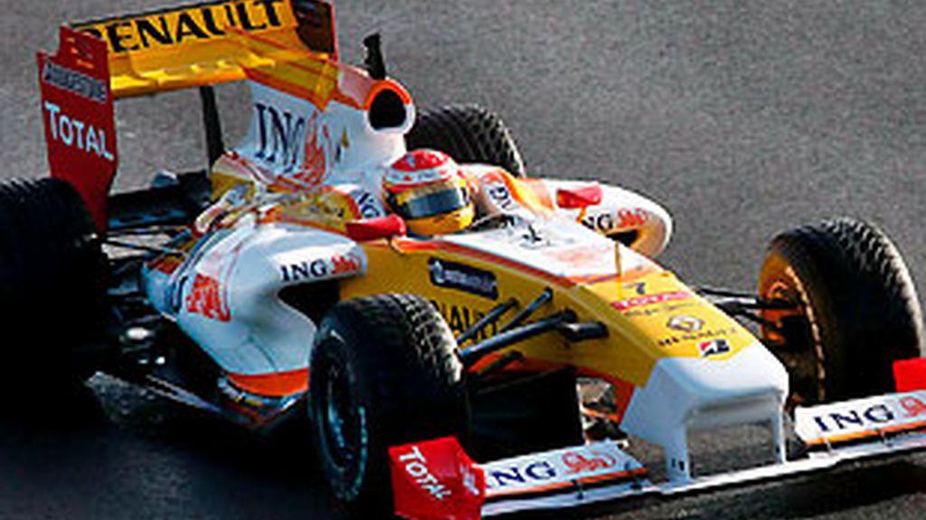 Fernando Alonso, durante los tests en Portimao. FOTO: Archivo.