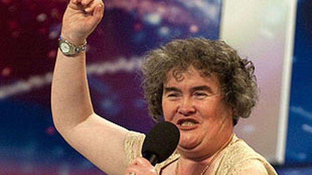 Susan Boyle deja la clínica londinense antes de lo previsto. A su salida le espera una abultada agenda de compromisos importantes. Foto archivo