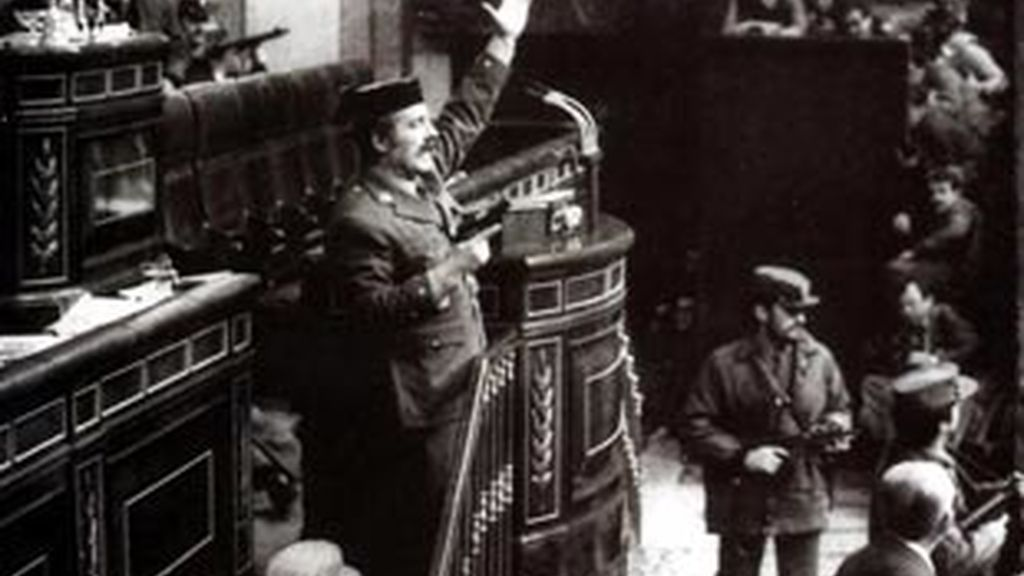 El 23 de febrero de 1981, el teniente coronel de la Guardia Civil Antonio Tejero irrumpió en el Congreso para intentar llevar a cabo un golpe de Estado.