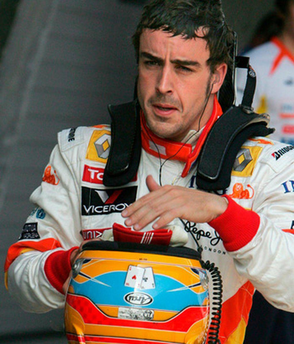 Fernando Alonso, durante su participación hoy en los libres. Foto. EFE.