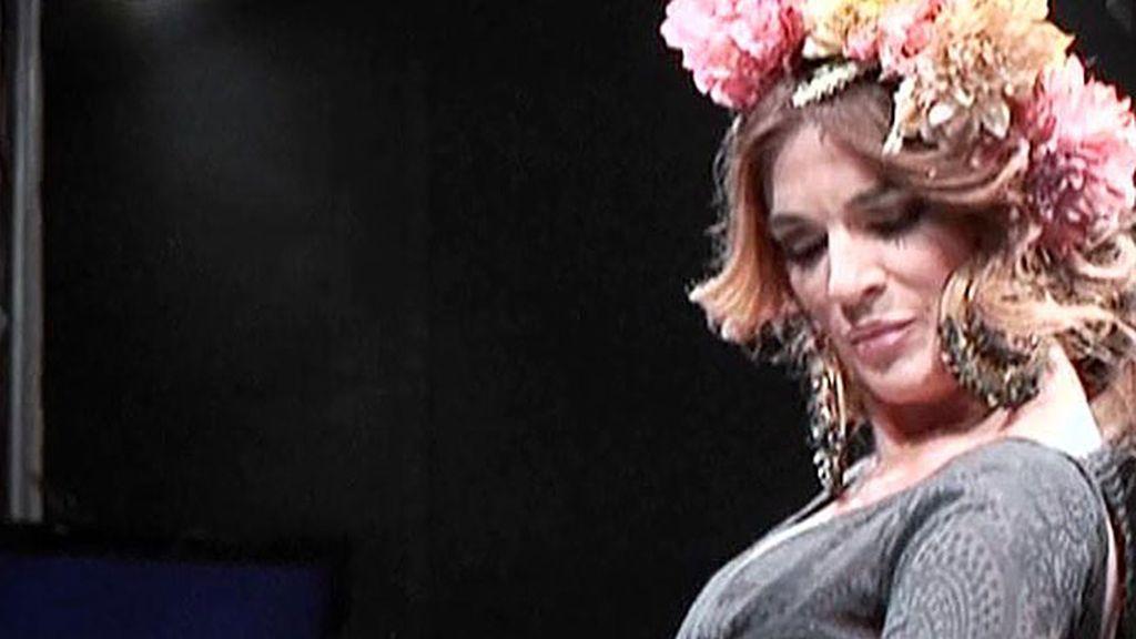 Raquel Bollo desfila como flamenca y comparte pasarela con su hija Alma