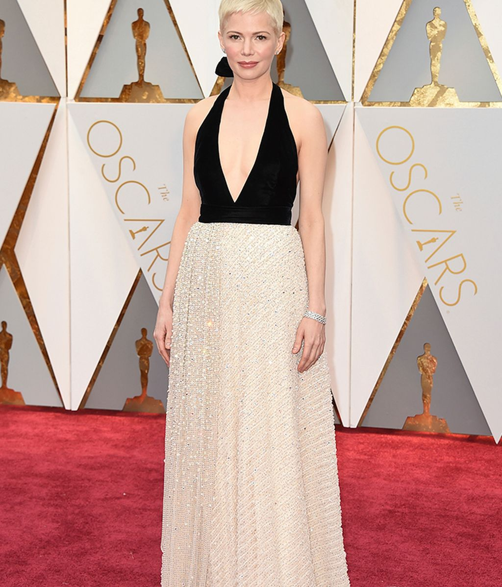 Michelle Williams con vestido escotado de Louis Vuitton