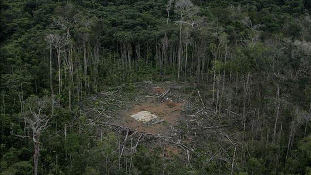 La operación del 1 de marzo de 2008 derivó en la ruptura de relaciones diplomáticas entre Ecuador y Colombia. En la foto una panorámica de las secuelas del ataque militar colombiano en territorio de Ecuador. EFE/Archivo