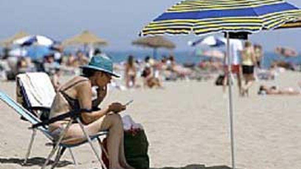 Tomar el sol no debe ser un riesgo si se toman las precauciones adecuadas. FOTO: AP