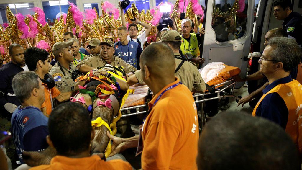 Una carroza del Carnaval de Río se descontrola y arrolla a la multitud