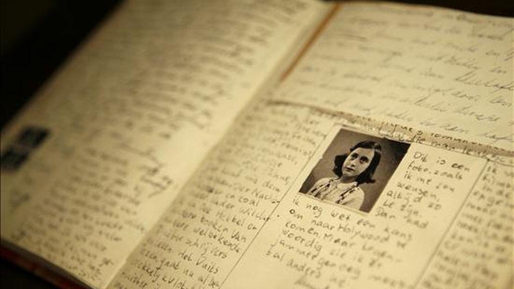 Réplica del famoso diario de Ana Frank en la casa de Ana Frank Argentina, inaugurado en el barrio Belgrano de Buenos Aires (Argentina). EFE