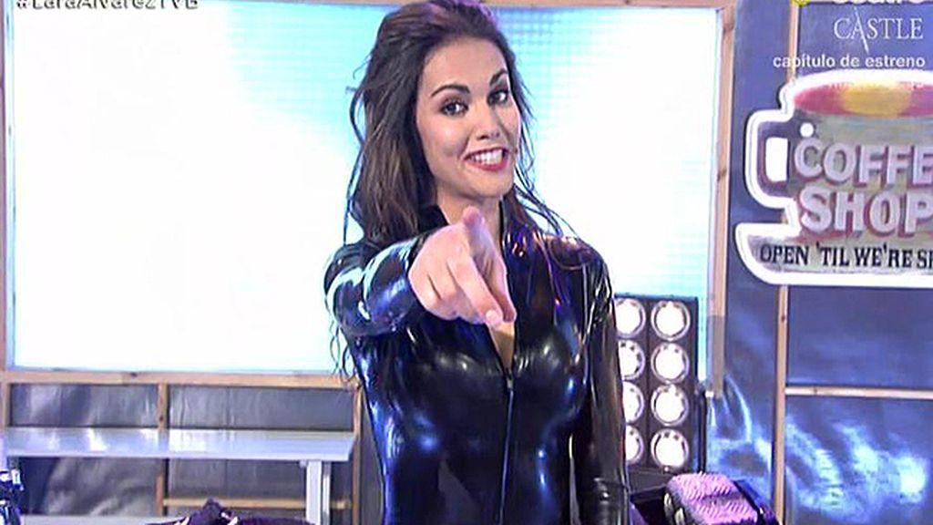La \'entrada motera\' de Lara Álvarez en TVB