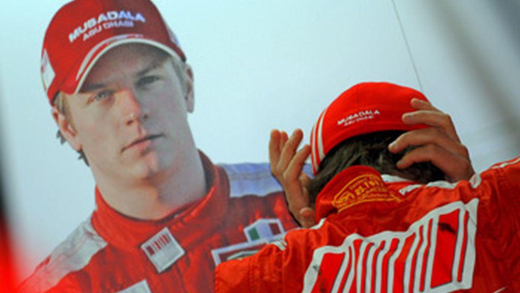 El pilóto finlandés de la Fórmula Uno Kimi Raikkonen, en el garaje de Ferrari. Foto: EFE.