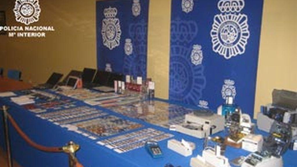 Imagen facilitada por la Policía Nacional del material incautado en la operación. Foto: Policía Nacional.
