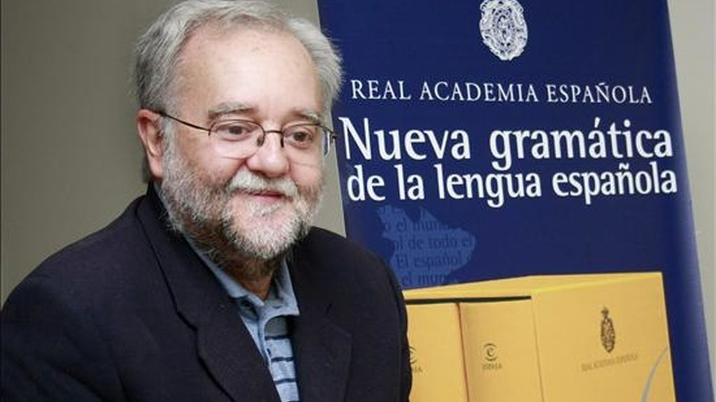 """Ignacio Bosque, miembro de la Real Academia Española, sonríe durante una entrevista en Ciudad de Panamá, durante la presentación de su libro """"Nueva Gramática de la Lengua Española"""". EFE"""