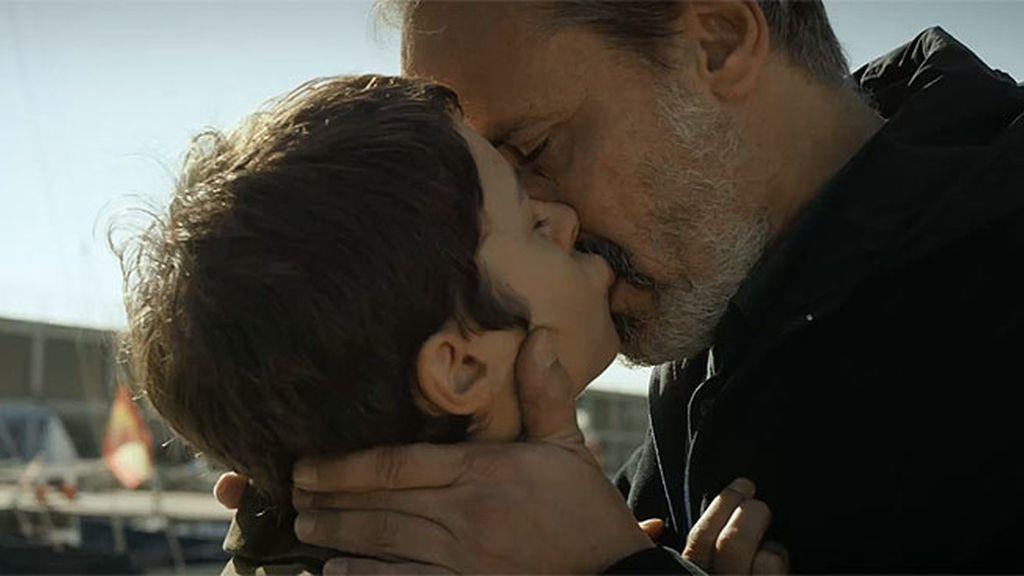 Eva Durán convence a Juan Elías para que no se fugue... ¡con un beso!
