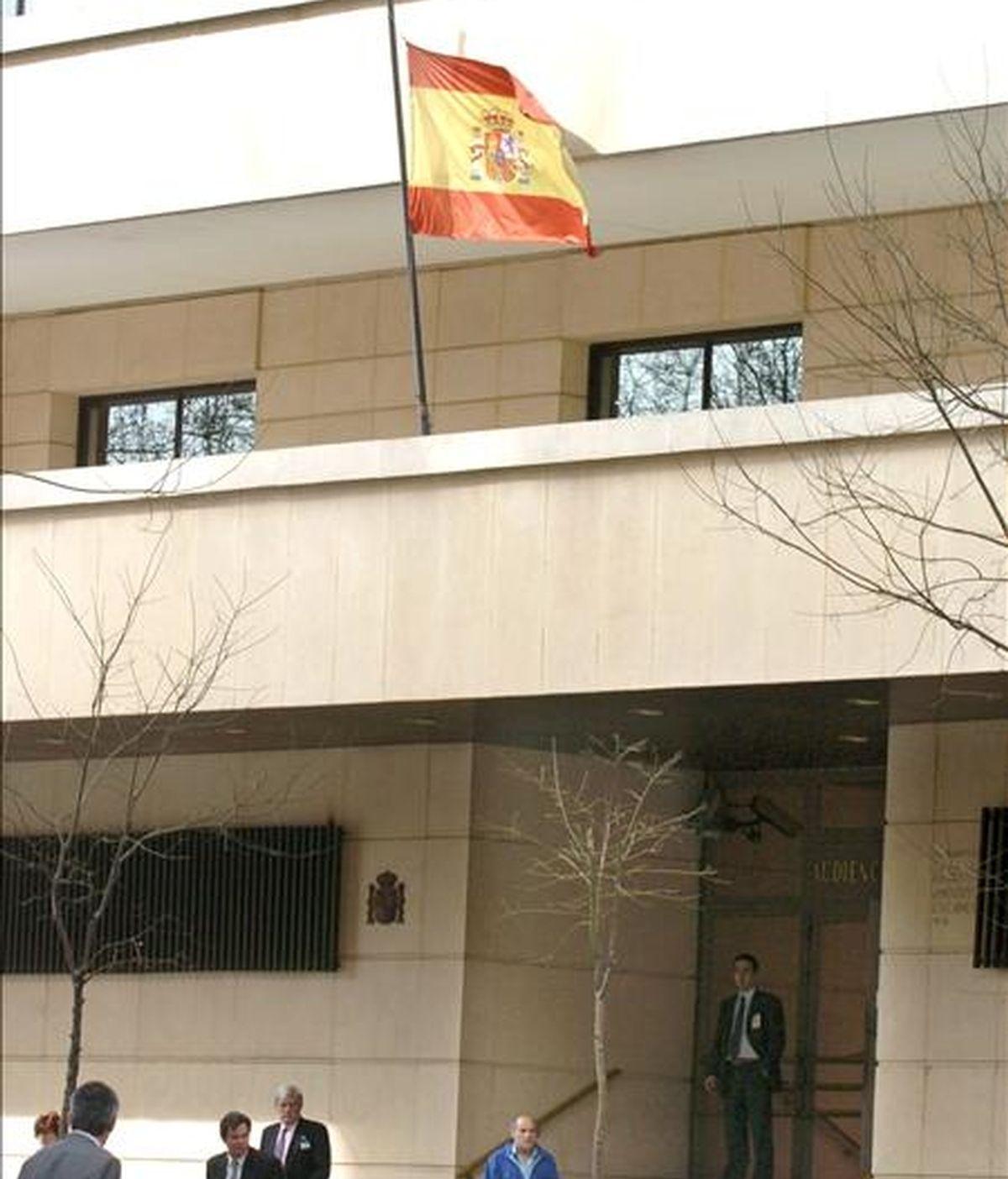 La Audiencia Nacional ha condenado a la miembro de los GRAPO Gemma Belén Rodríguez Miguel a siete años de cárcel por participar en el atraco a un furgón blindado de Prosegur en el centro comercial de Valle Real, en Maliaño, el 6 de noviembre de 2001, cuya recaudación de ese día ascendía a 68.725 euros. EFE/Archivo