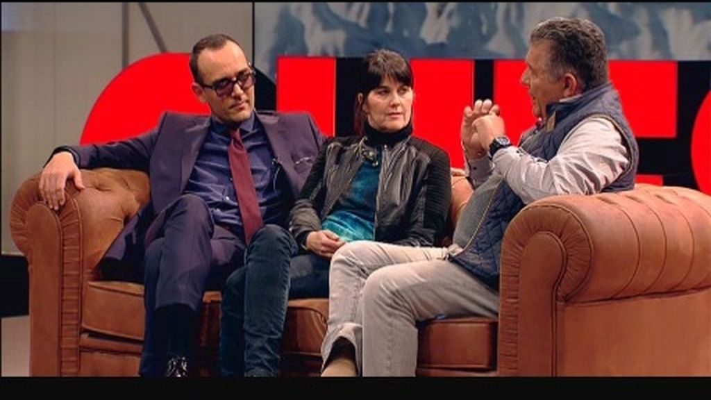 María Belón y Carlos Páez se sientan juntos en el chester y terminan hablando de amor