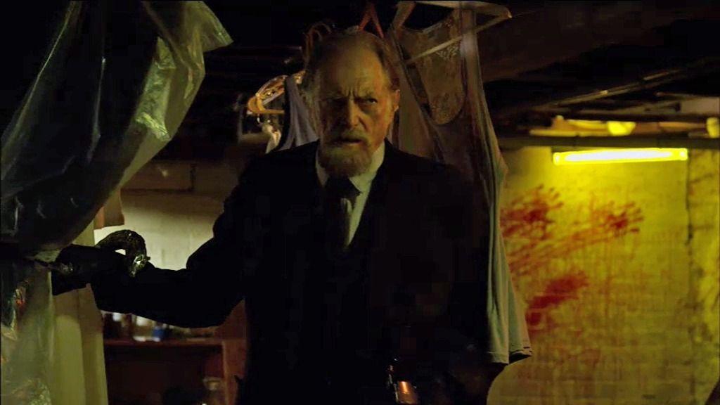 El profesor Setrakian visita las casas de las víctimas del vuelo siniestro