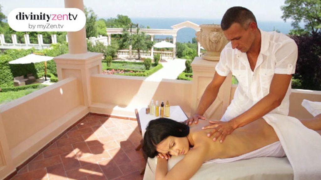 Relájate con este masaje de espalda y aprovecha para practicarlo en pareja