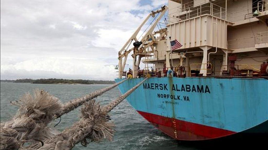 """El buque carguero """"Maersk Alabama"""", atracado en Mombasa. EFE/Archivo"""