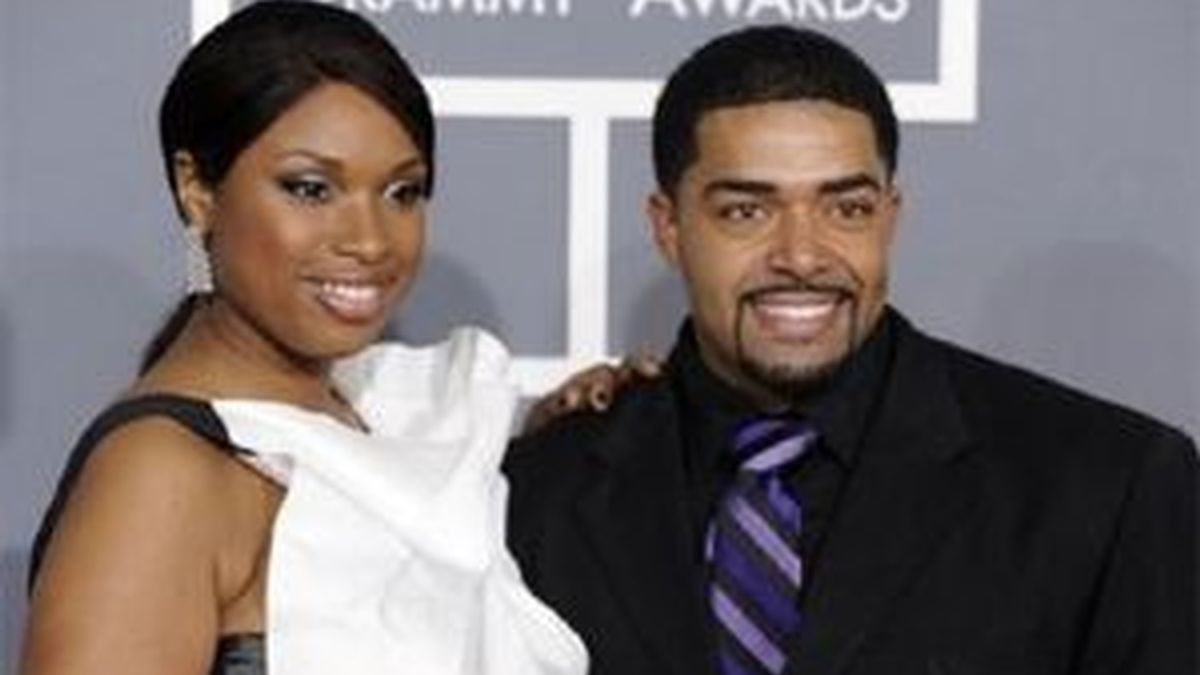 Jennifer Hundson con su marido en los Grammy 2009. Foto: AP