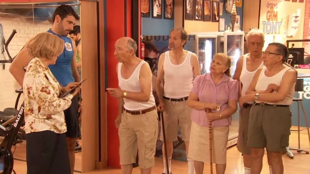 Los ancianos llegan al 'Gym Tony'