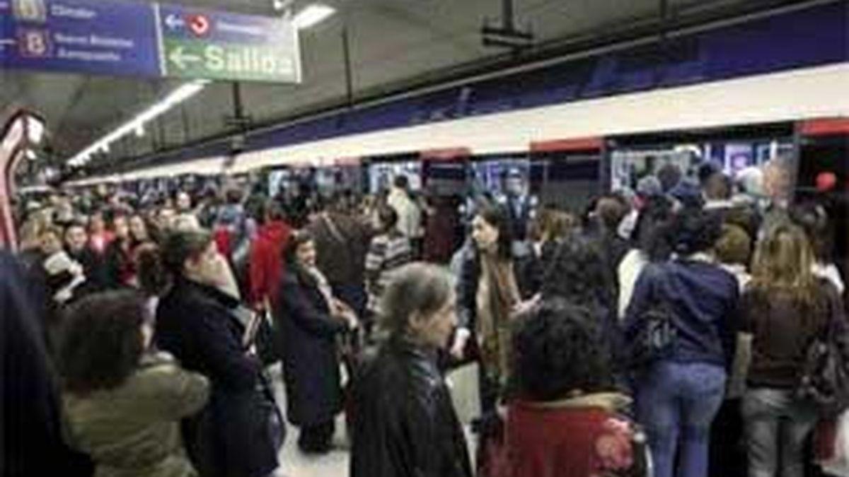 """Metro y sindicatos han acuerdado """"una minoración"""" de 2,5 millones de euros en partidas de gastos de personal. Foto: EFE."""