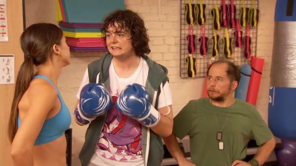 Chema se convierte en el 'Karate Kid' de Gym Tony