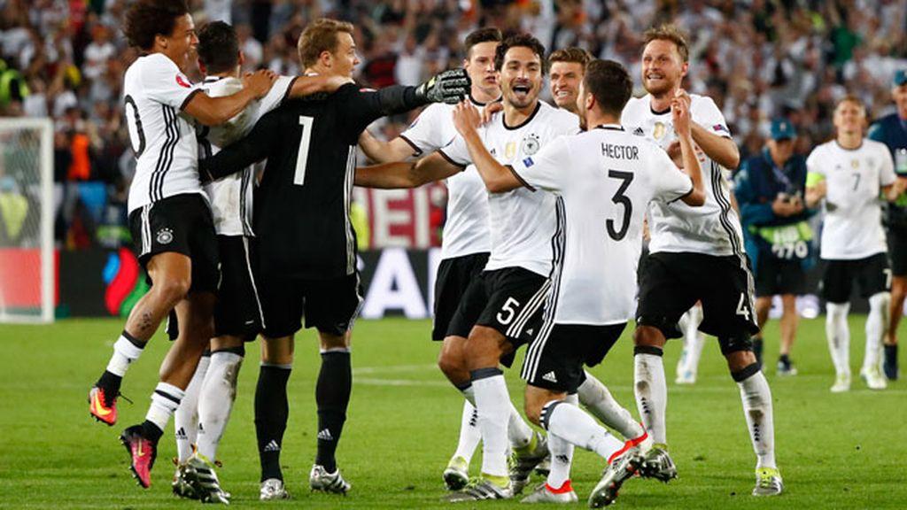 La tanda de penaltis que metió a Alemania en semifinales, completa