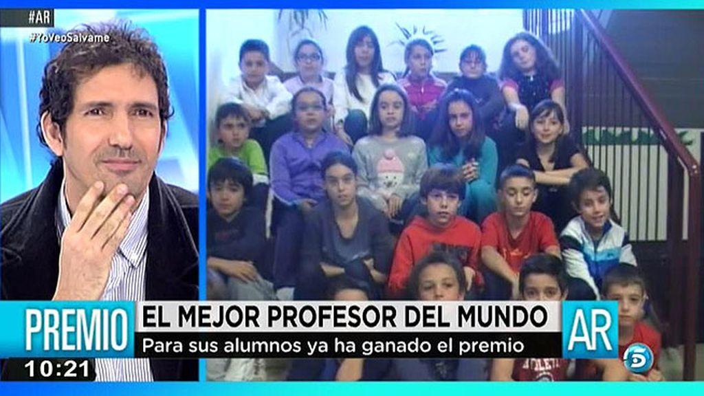 César, nominado a mejor profesor, emocionado con el mensaje de sus alumnos
