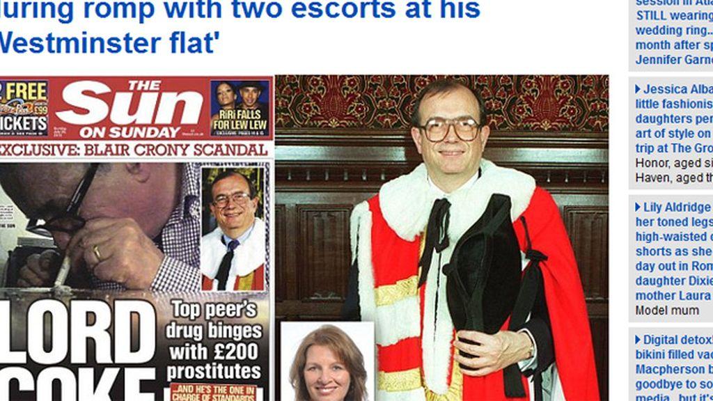 Dimite un lord británico tras difundirse un vídeo en el que esnifa cocaína
