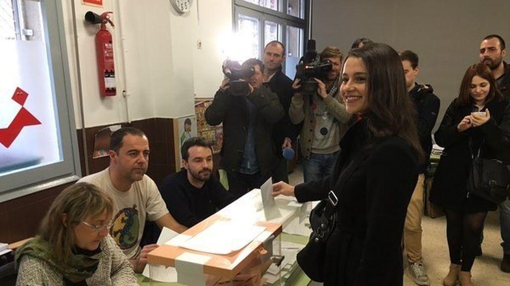 Inés arrimada acude a las urnas