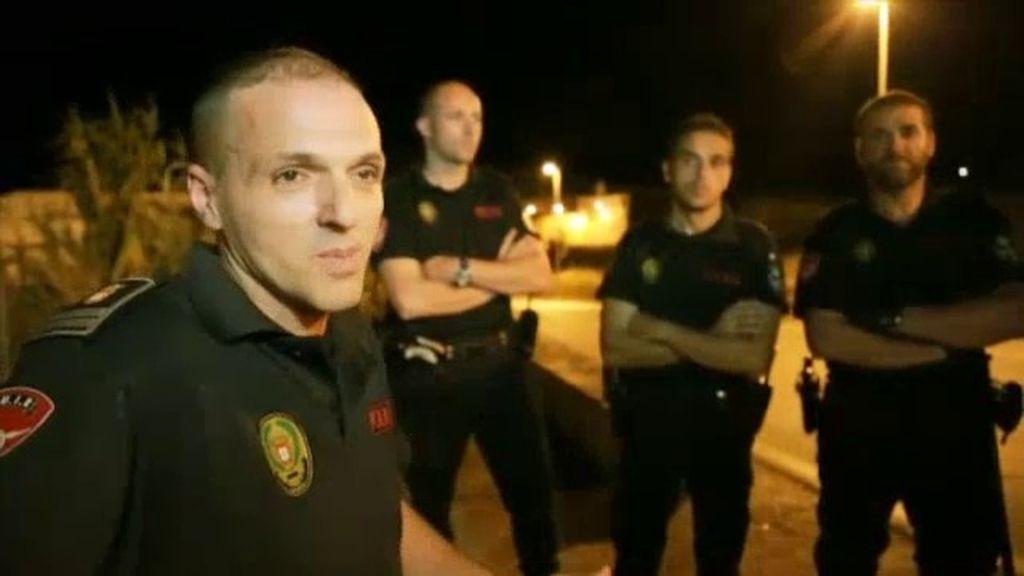La Policía, recibida a pedradas