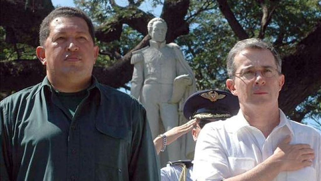 """El cable asegura que, """"en opinión de Uribe"""", el """"mejor modo de contrarrestar"""" al presidente venezolano, Hugo Chávez, """"sigue siendo la acción, incluida la militar"""". EFE/Archivo"""