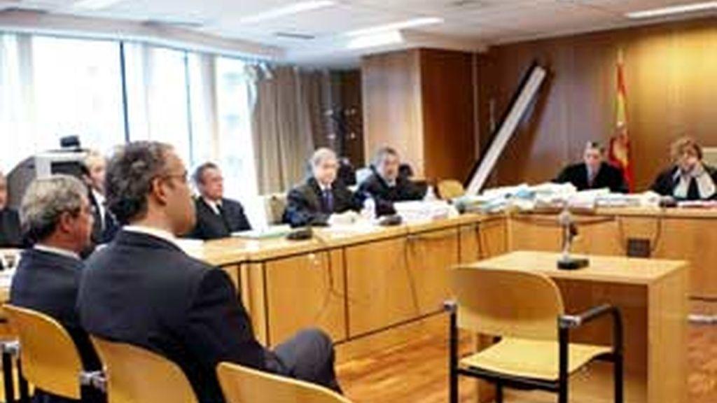 La defensa de Alierta pide sobreseimiento por prescripción en el juicio por el 'caso Tabacalera'. Vídeo: ATLAS