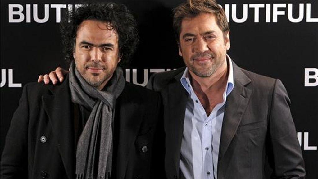 """El actor español Javier Bardem (dcha), junto al cineasta mexicano Alejandro González Iñárritu, durante la presentación de """"Biutiful"""", un drama por el que ganó el premio de interpretación en el último festival de Cannes, con un personaje que sintetiza lo mejor y lo peor del ser humano. EFE"""