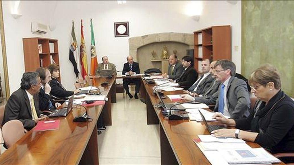 Los rectores de las ocho universidades que integran Asociación de Universidades Latinoamericanas (AULA), reunidas durante dos días en Cáceres, han acordado avanzar en la propuesta de ofrecer una carrera de postgrado para el curso 2009/2010 sobre Desarrollo Local Sostenible. EFE/Archivo