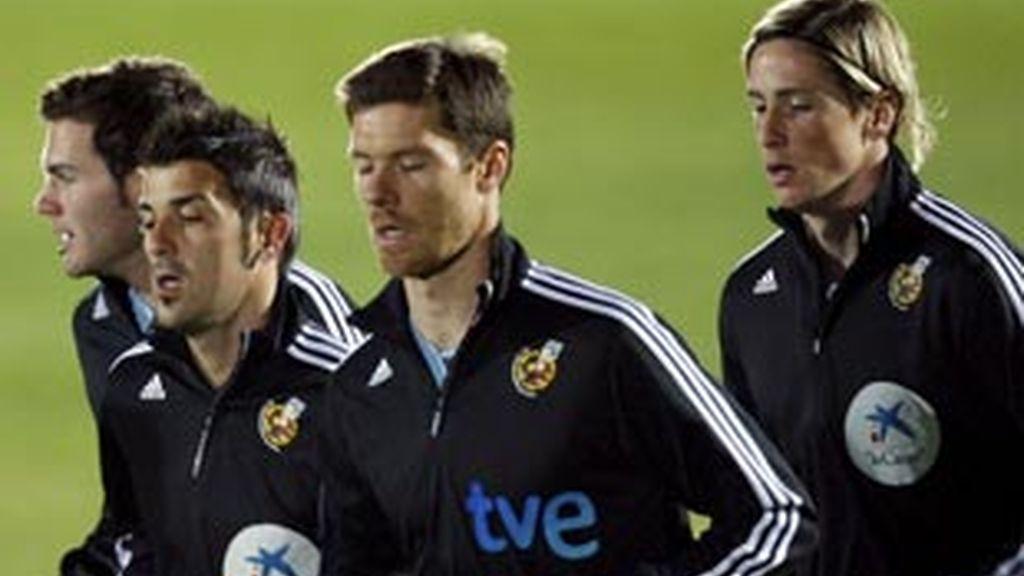 Juan Manuel Mata, David Villa, Xabi Alonso y Fernando Torres, durante uno de los entrenamientos de España en Sudáfrica. Foto: EFE.