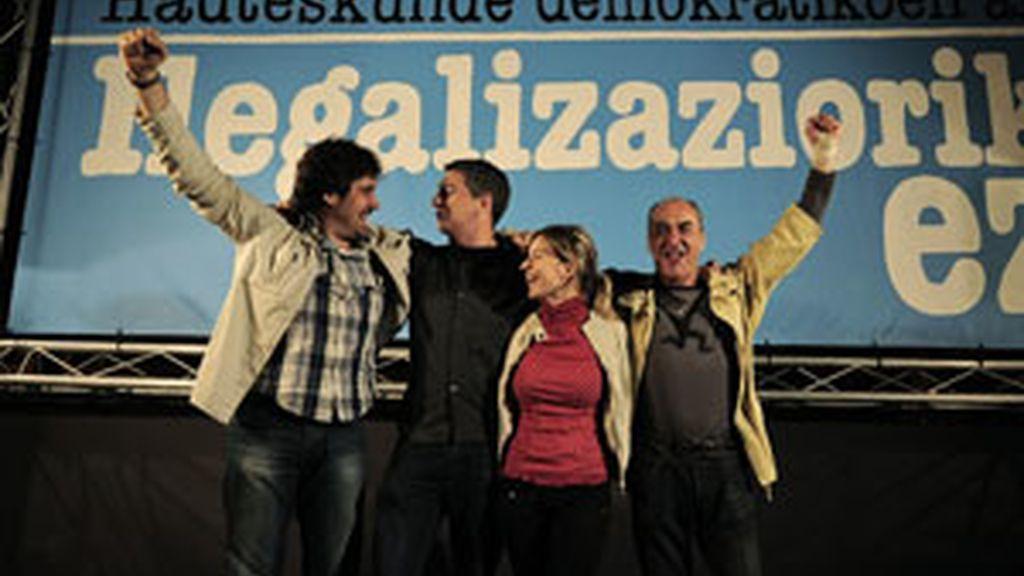 Los representantes de Bildu celebran su primer acto de campaña. Foto: GTres