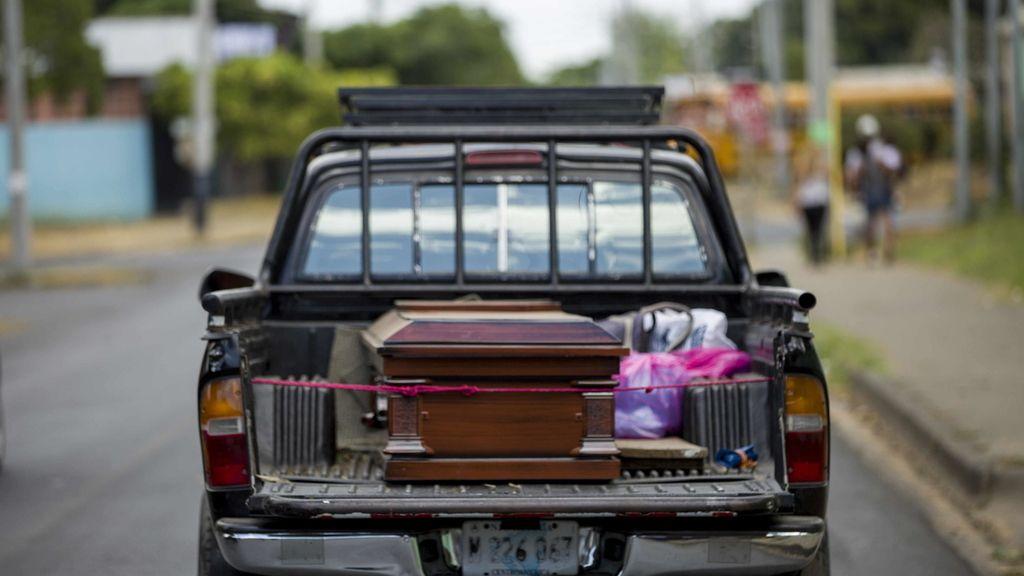 El ataúd de Vilma Trujillo, quemada viva en Nicaragua